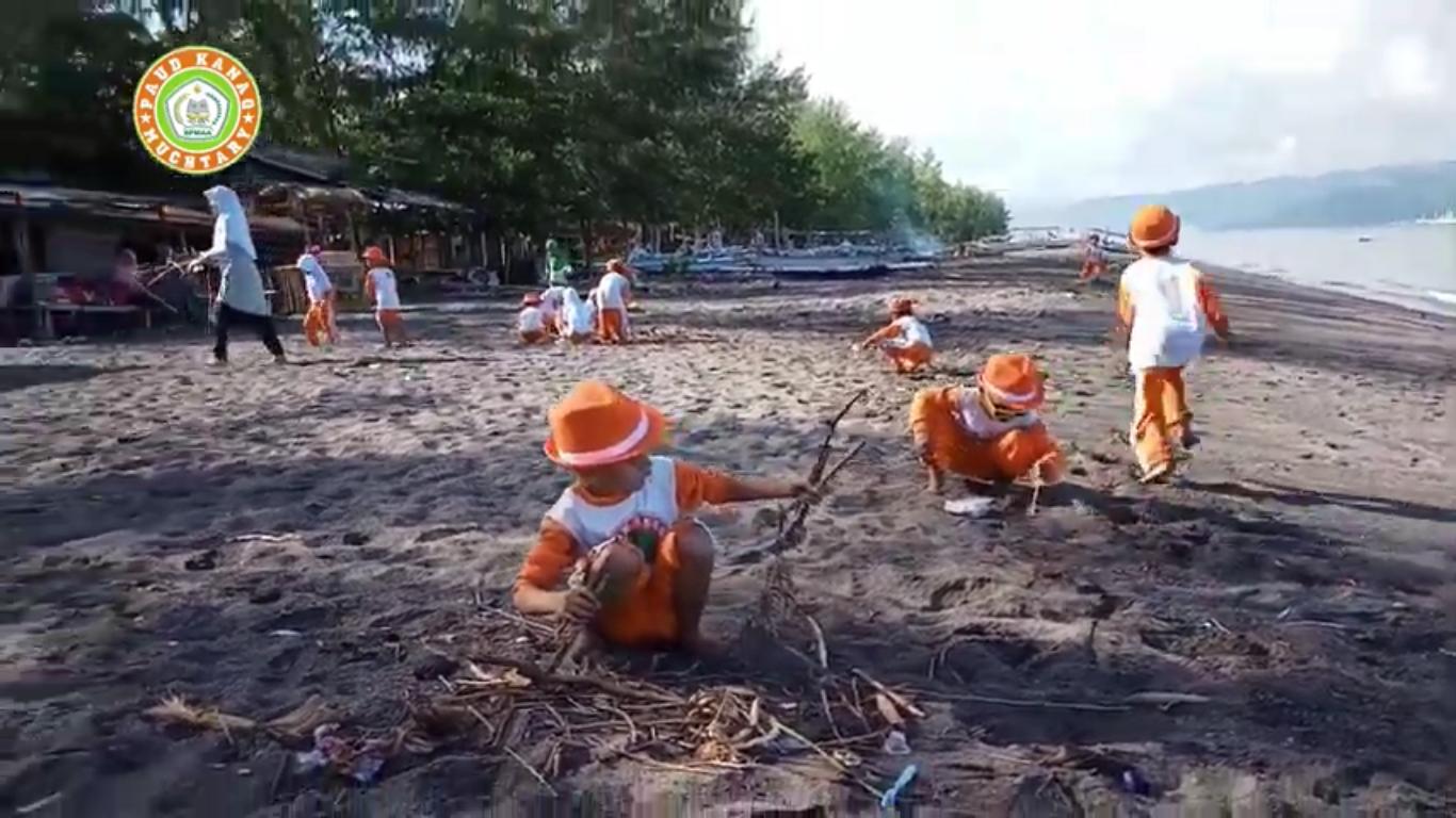 Bersih-bersih Pantai Cemare, Lombok – Travelling